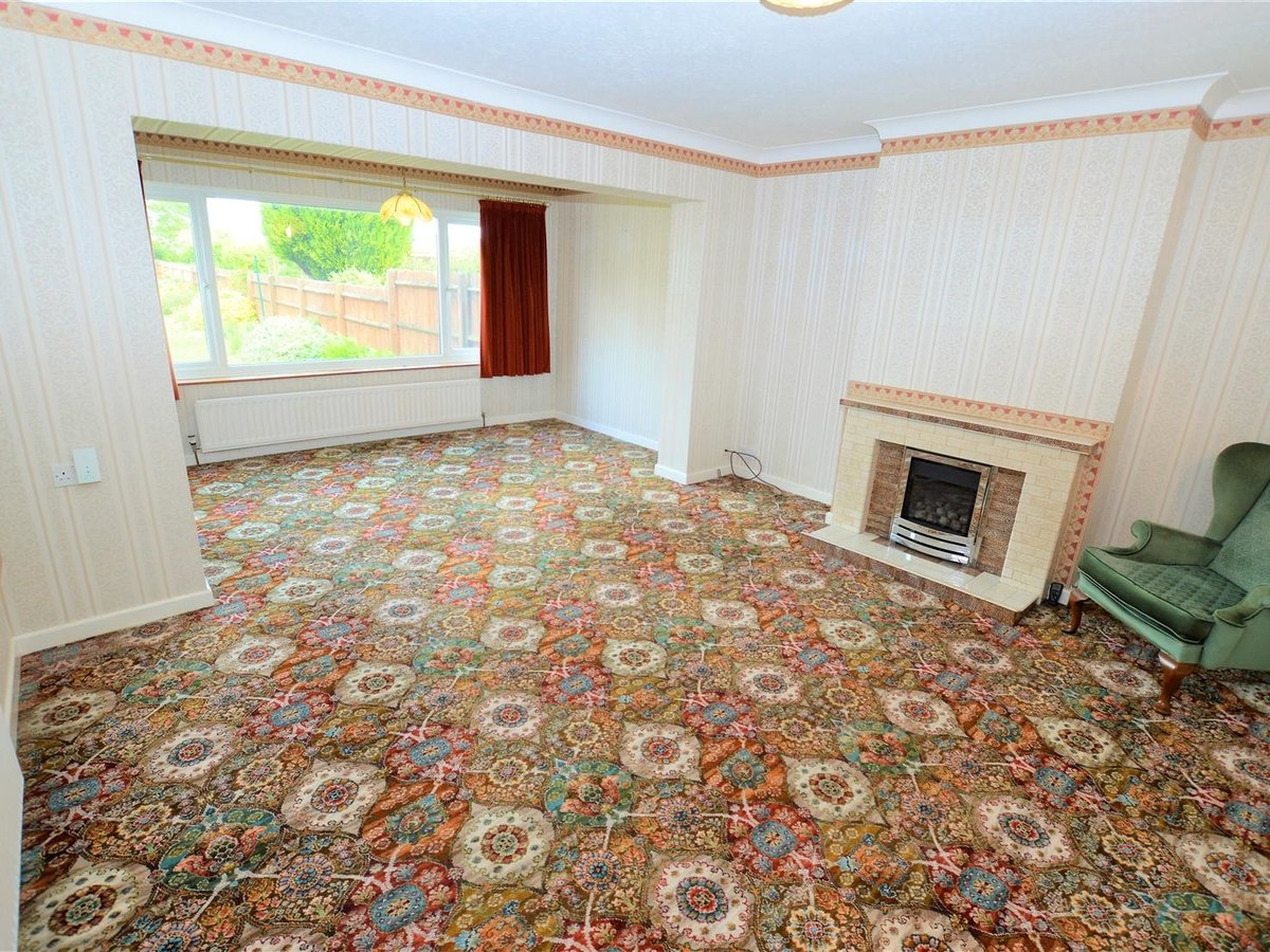 2 bedroom  Bungalow - Semi Detached for sale in Totternhoe - Slide 4
