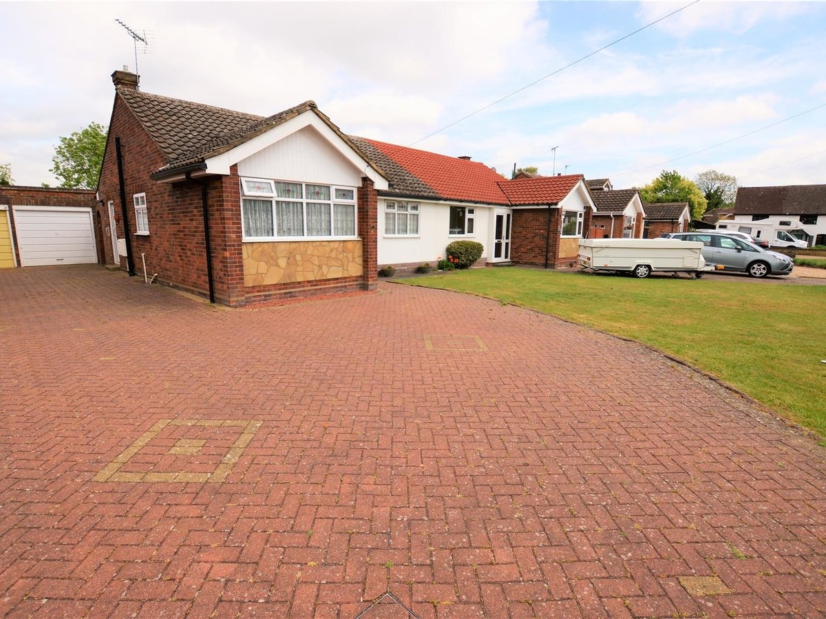 2 bedroom  Bungalow - Semi Detached for sale in Totternhoe - Slide 1