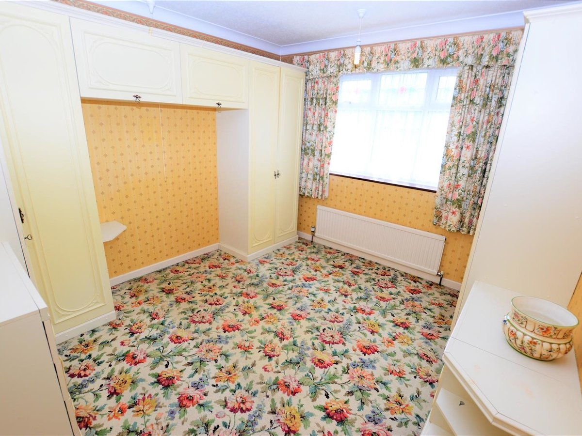 2 bedroom  Bungalow - Semi Detached for sale in Totternhoe - Slide 11