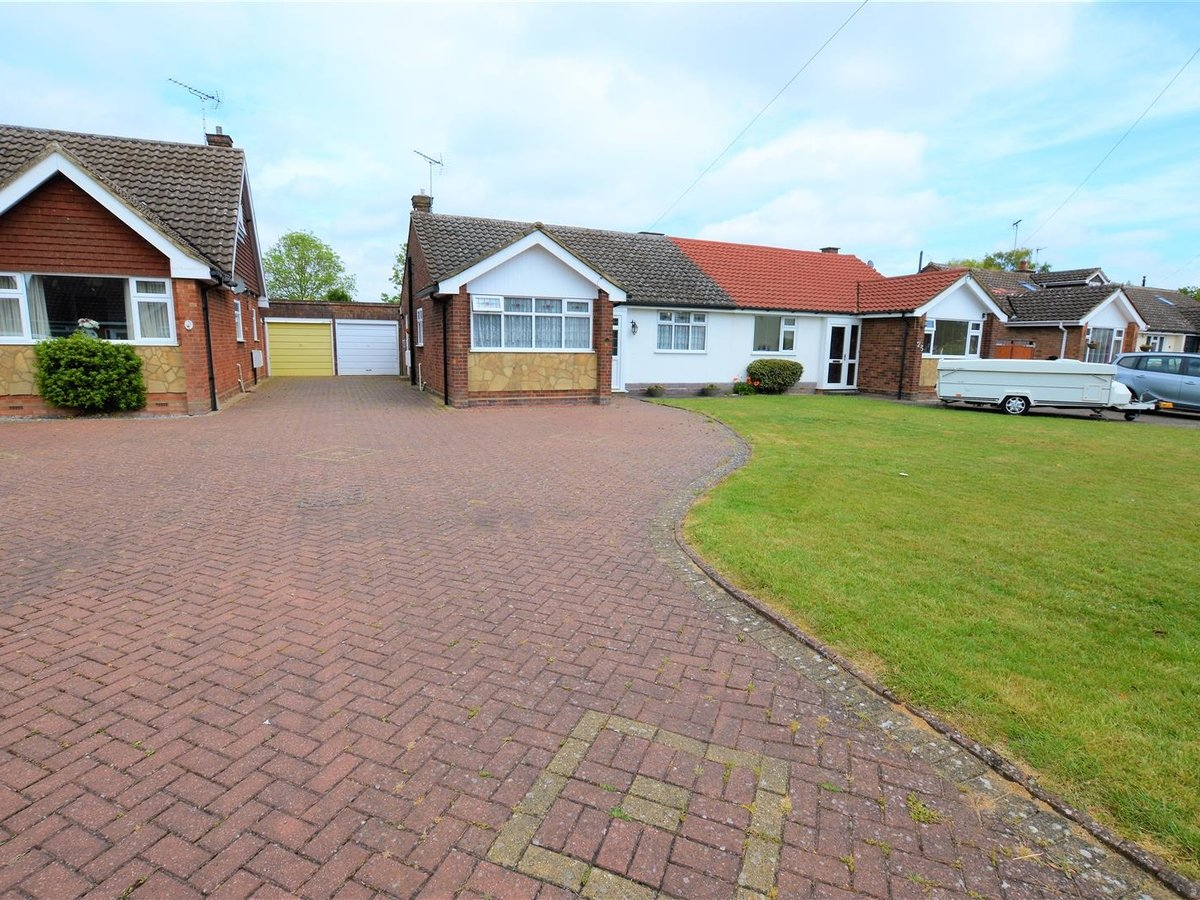 2 bedroom  Bungalow - Semi Detached for sale in Totternhoe - Slide 15