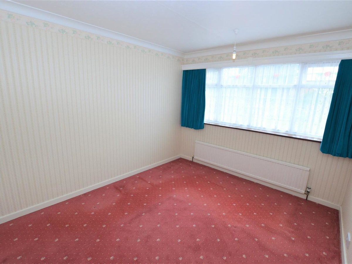 2 bedroom  Bungalow - Semi Detached for sale in Totternhoe - Slide 5