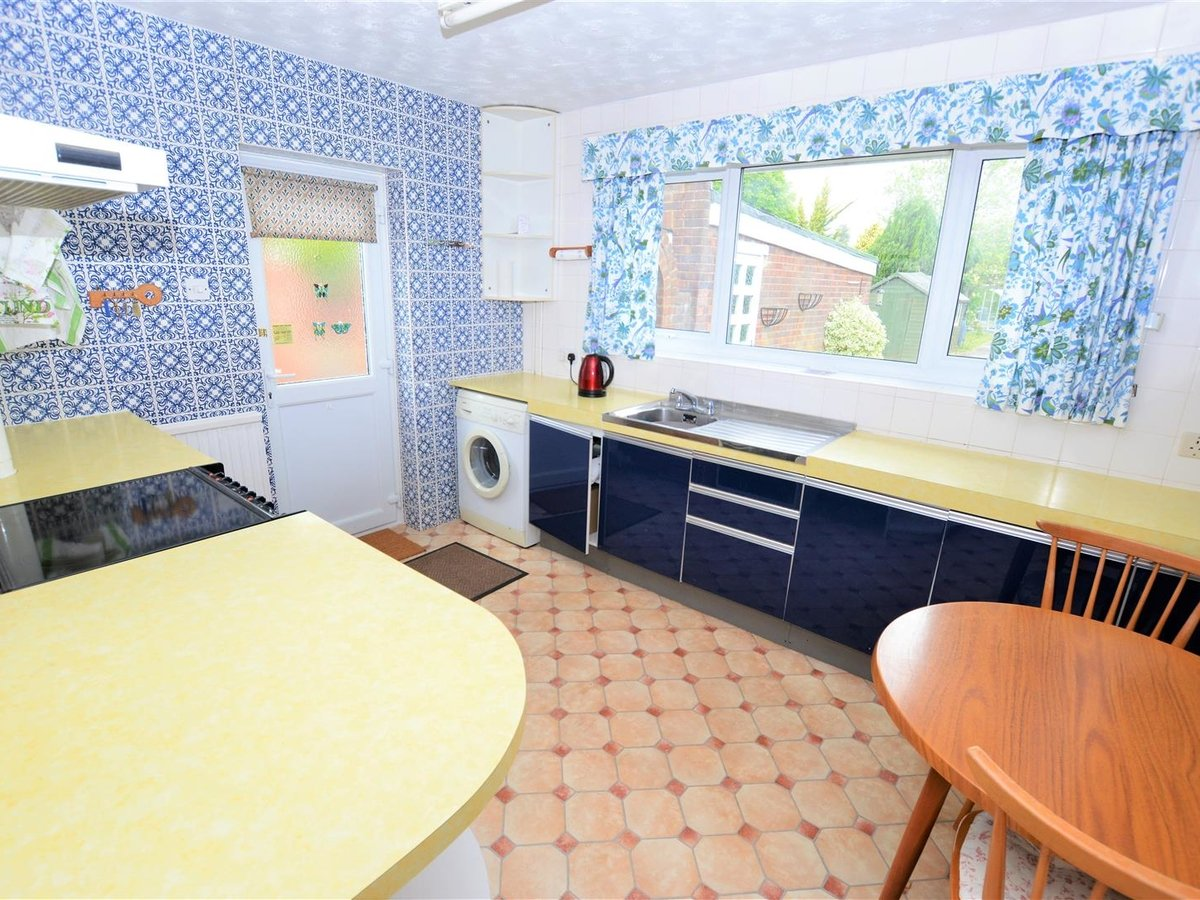 2 bedroom  Bungalow - Semi Detached for sale in Totternhoe - Slide 9