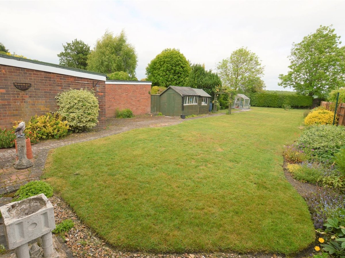 2 bedroom  Bungalow - Semi Detached for sale in Totternhoe - Slide 14
