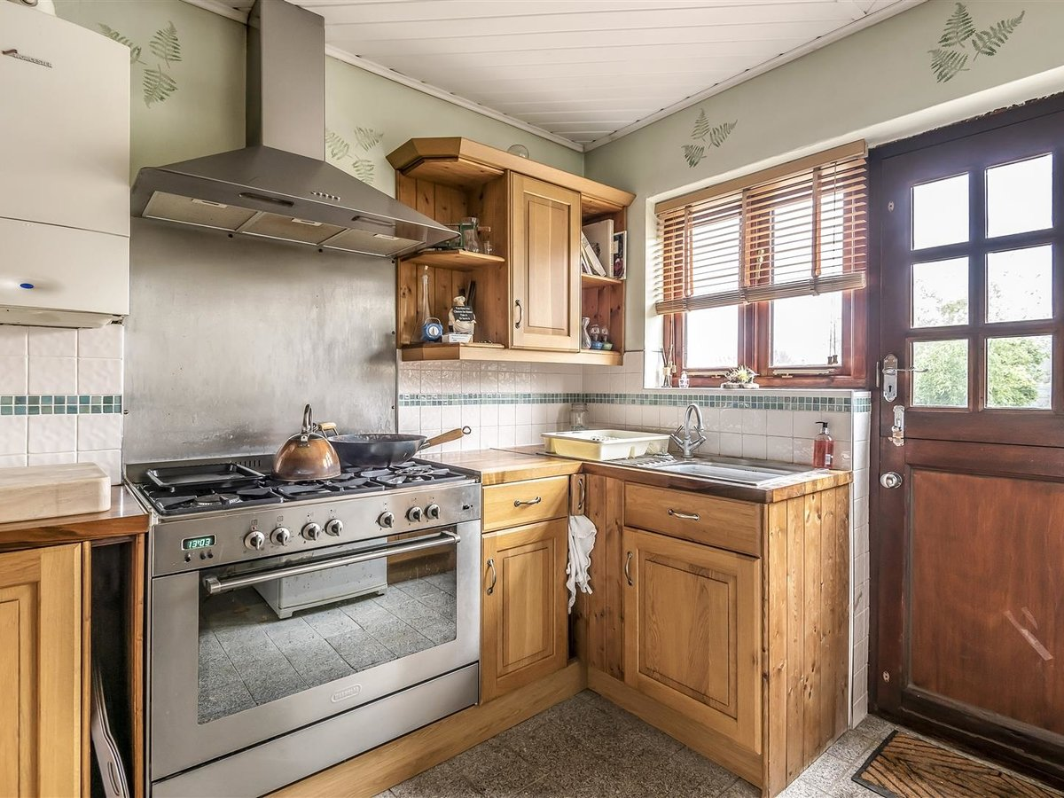 Bungalow - Semi Detached for sale in Pinner - Slide 2