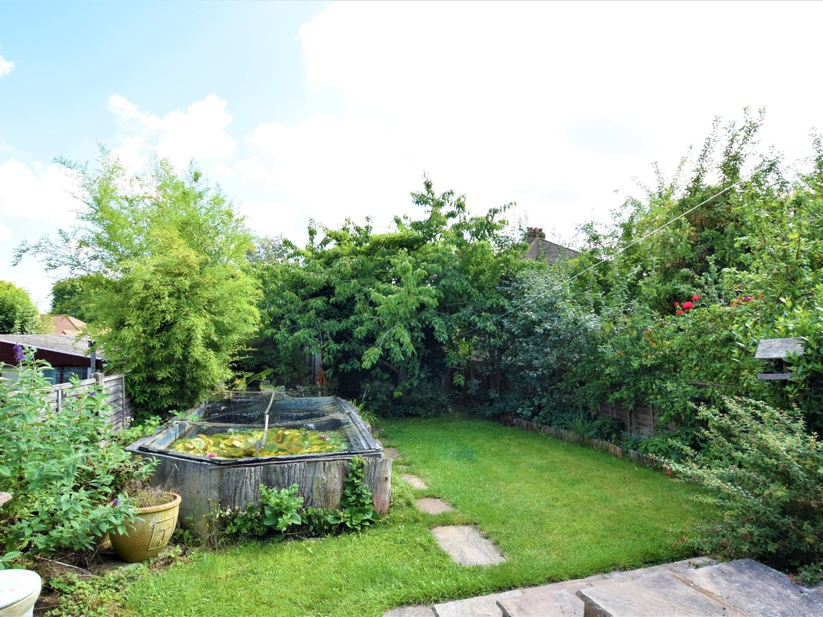 3 bedroom  SemiDetachedBungalow for sale in Pinner - Slide 3