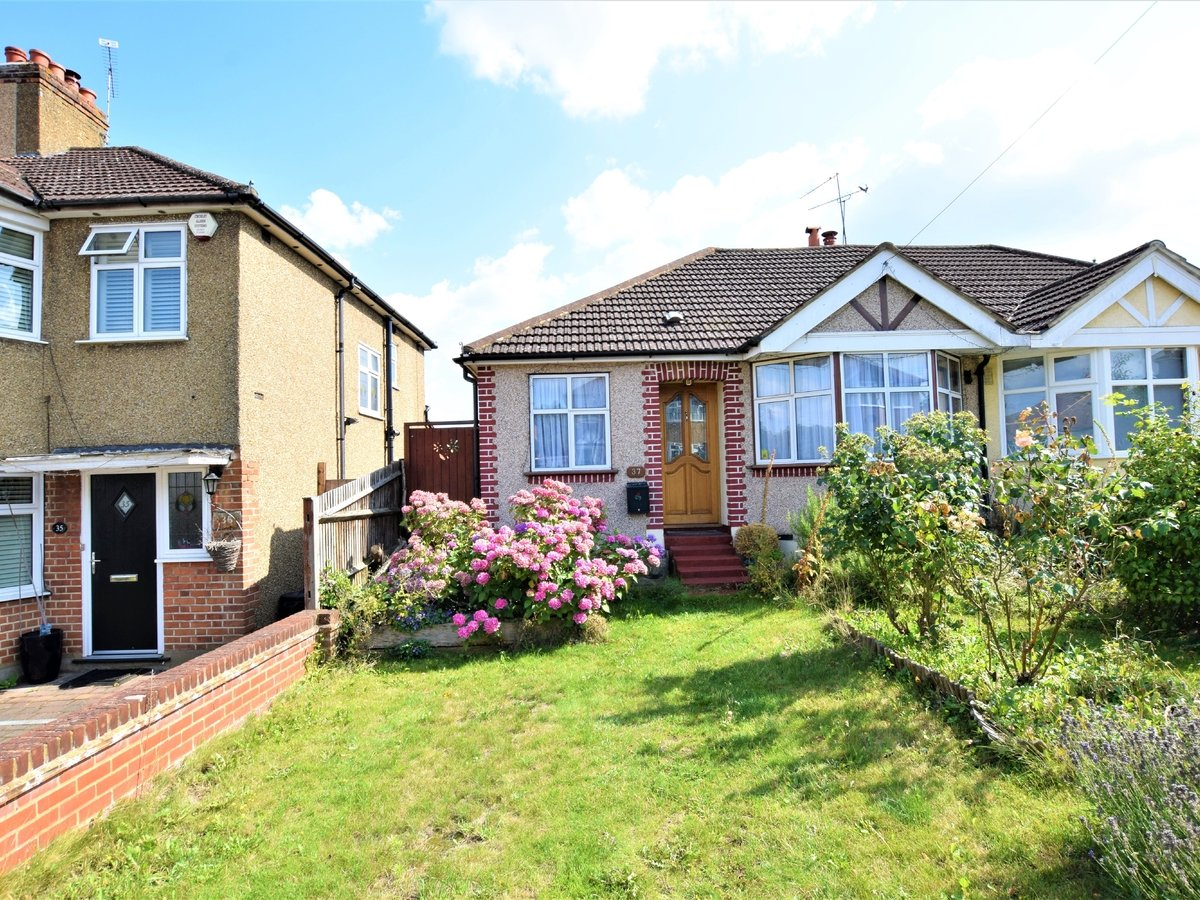 3 bedroom  SemiDetachedBungalow for sale in Pinner - Slide 2