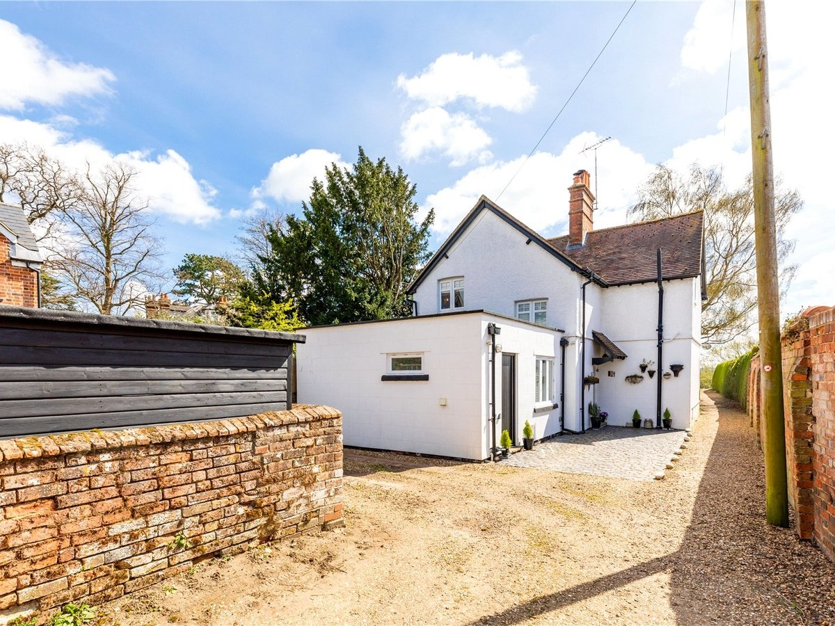 3 bedroom  House for sale in Leighton Buzzard - Slide 2