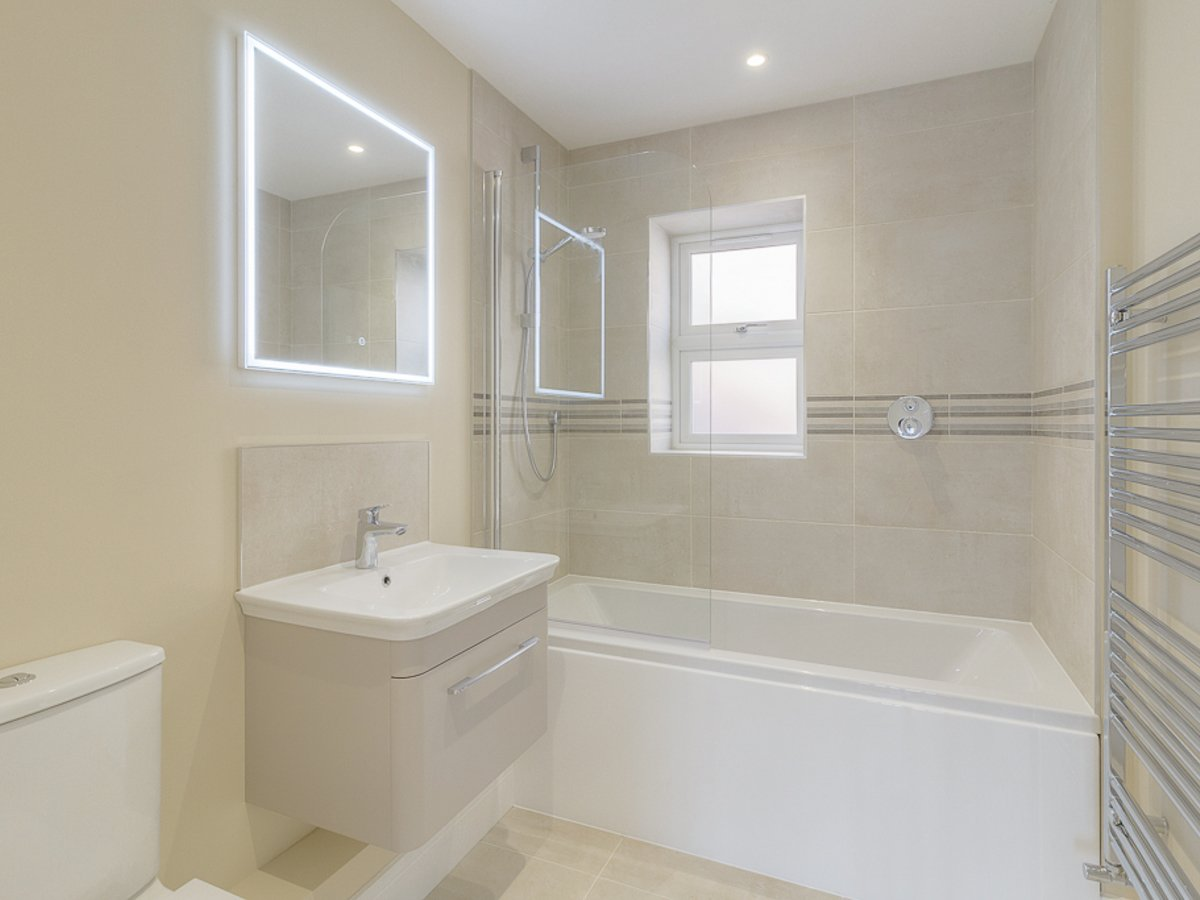 4 bedroom  House for sale in Buckinghamshire - Slide 9