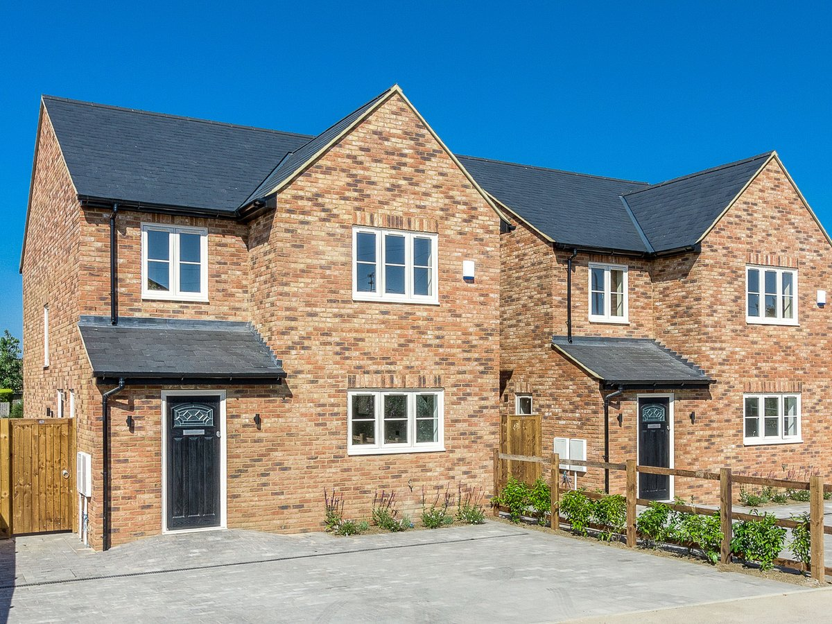 4 bedroom  House for sale in Buckinghamshire - Slide 1