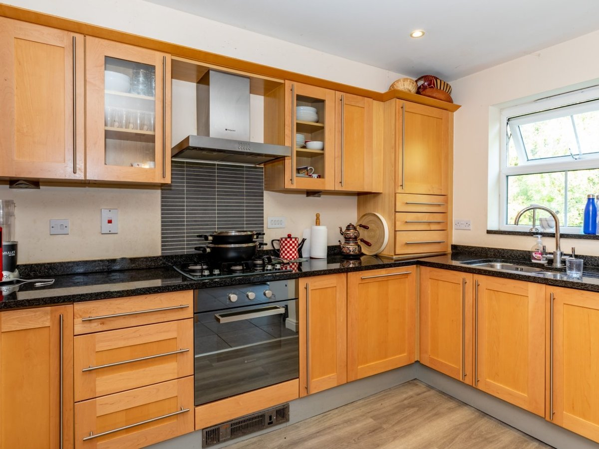 3 bedroom  Flat/Apartment for sale in Buckinghamshire - Slide 4