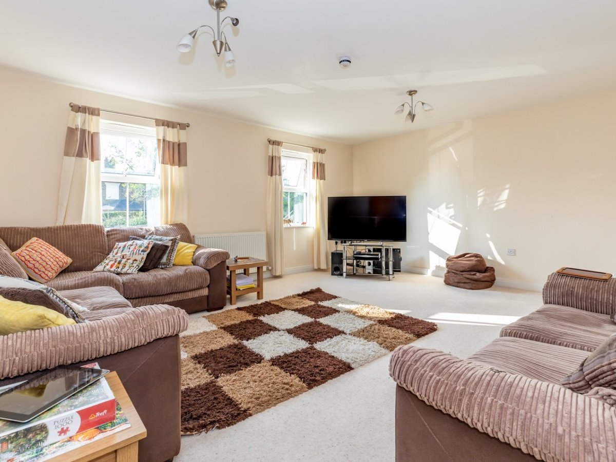 3 bedroom  Flat/Apartment for sale in Buckinghamshire - Slide 3