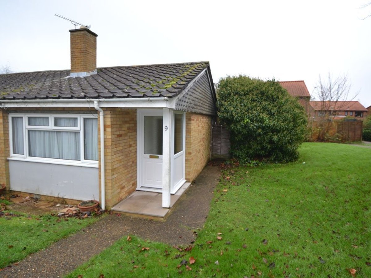 2 bedroom  Bungalow for sale in Bucks - Slide 1