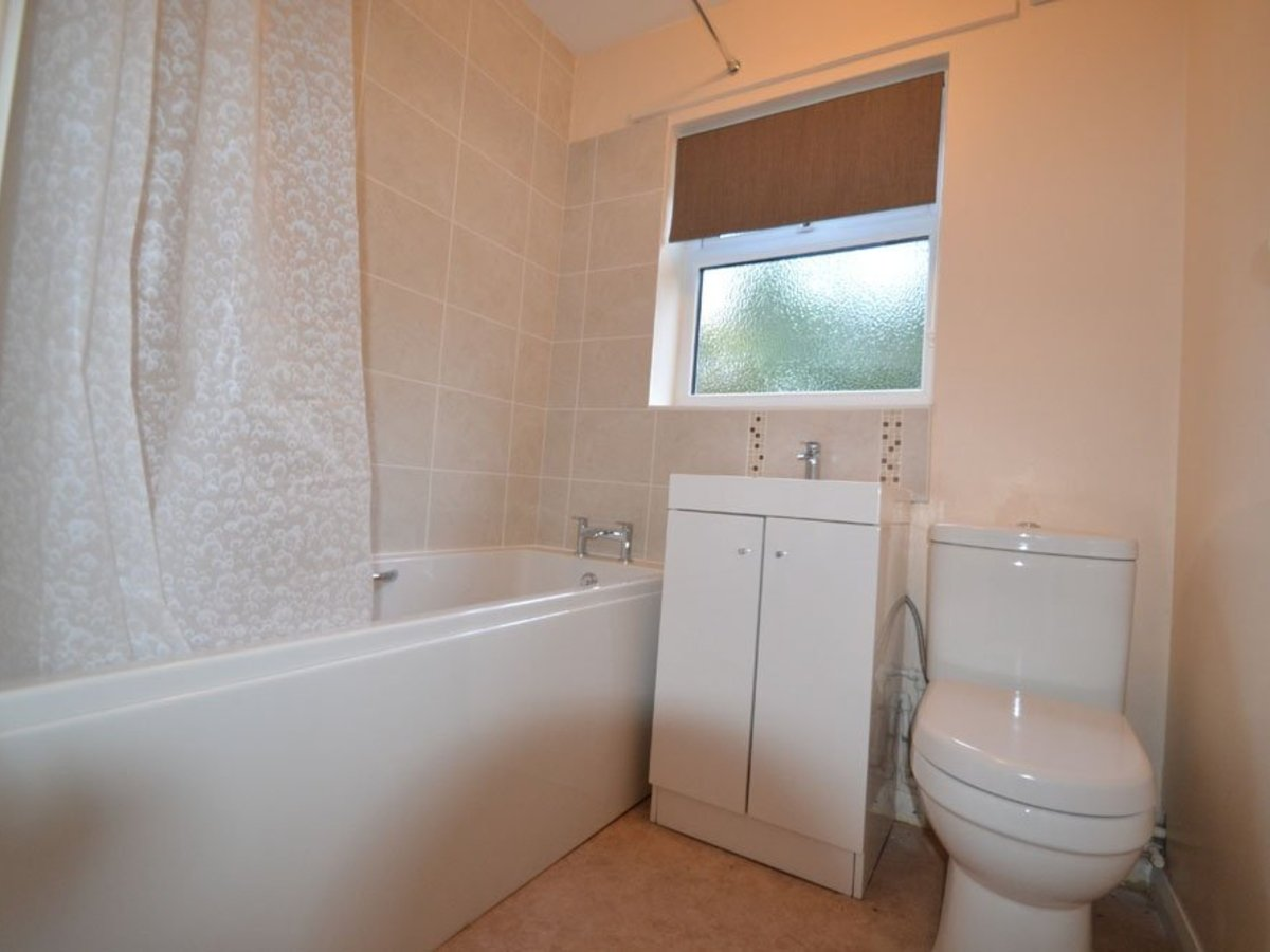 2 bedroom  Bungalow for sale in Bucks - Slide 4