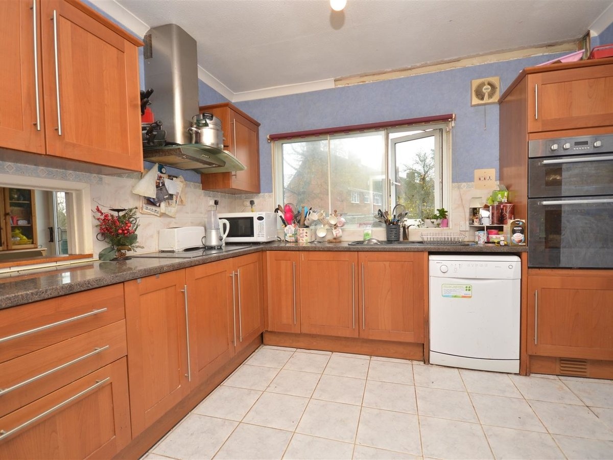 4 bedroom  House - Detached for sale in Quainton - Slide 2