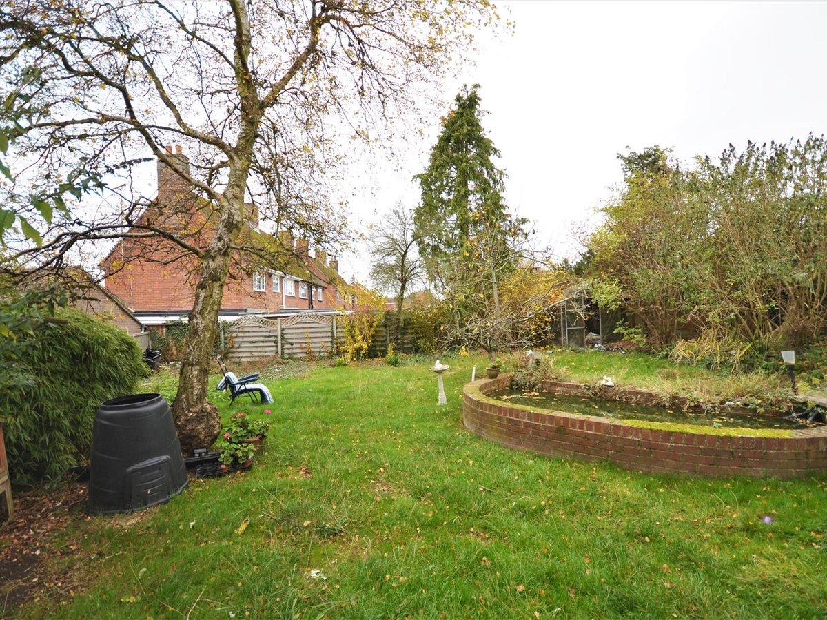 4 bedroom  House - Detached for sale in Quainton - Slide 3