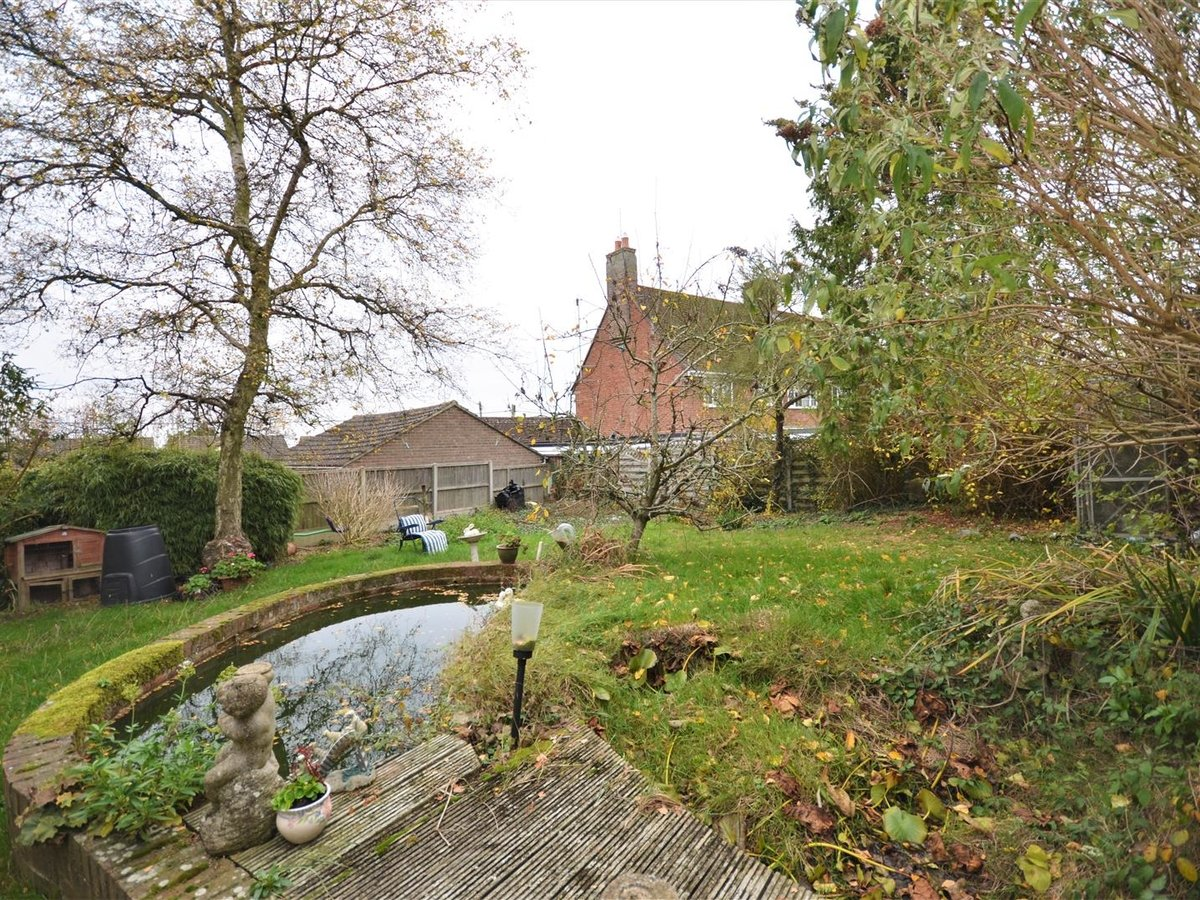 4 bedroom  House - Detached for sale in Quainton - Slide 4