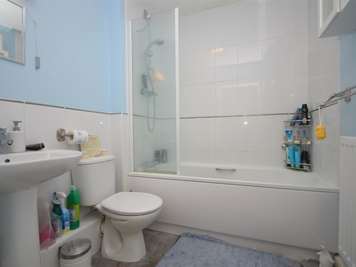 1 bedroom  Apartment for sale in Wendover. Aylesbury - Slide 8