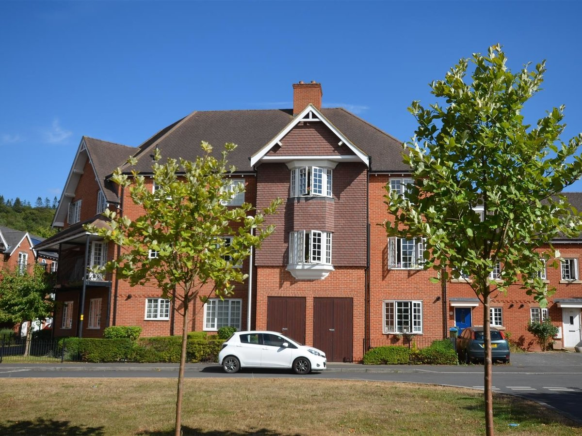 1 bedroom  Apartment for sale in Wendover. Aylesbury - Slide 4