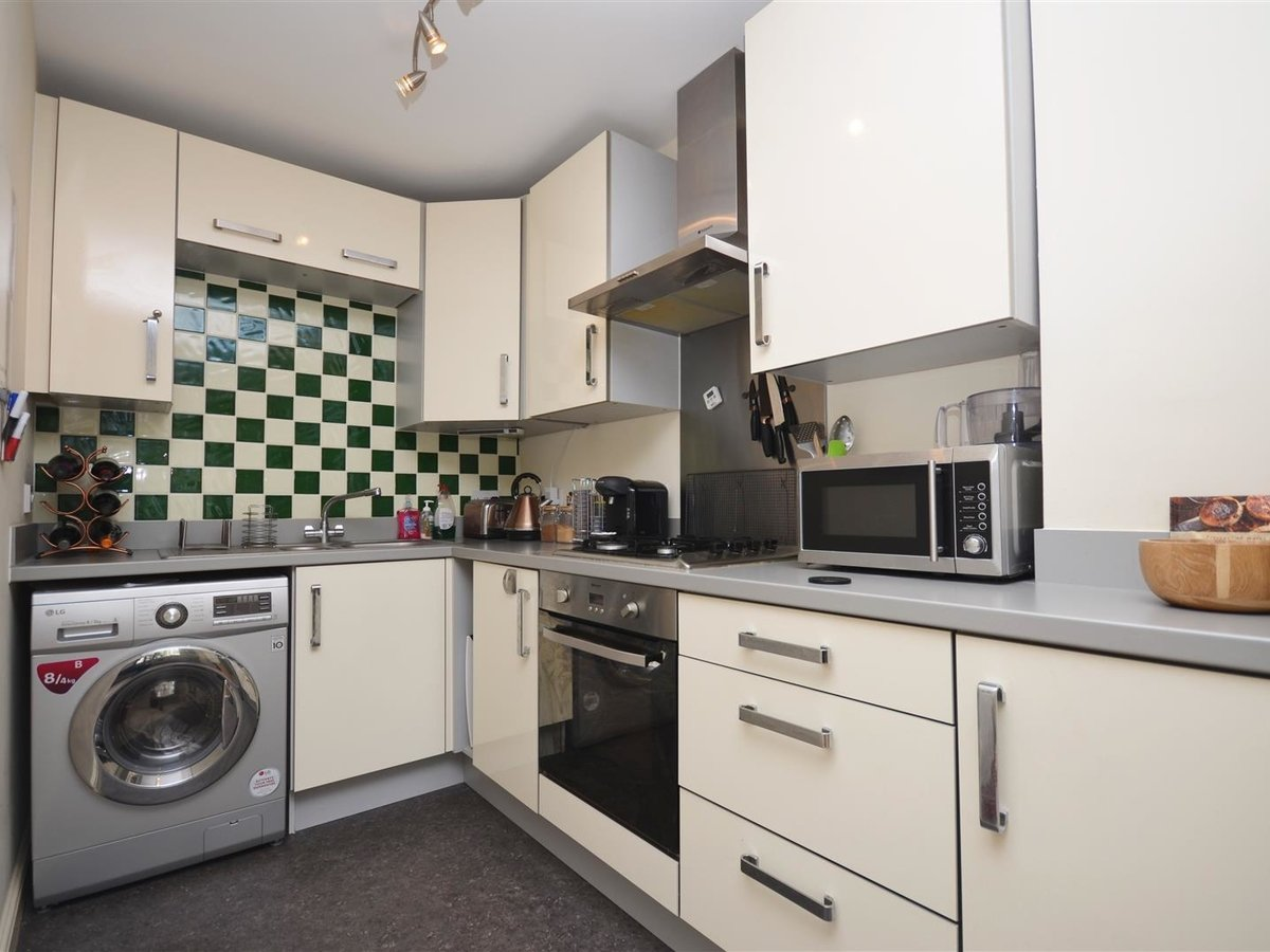 1 bedroom  Apartment for sale in Wendover. Aylesbury - Slide 3