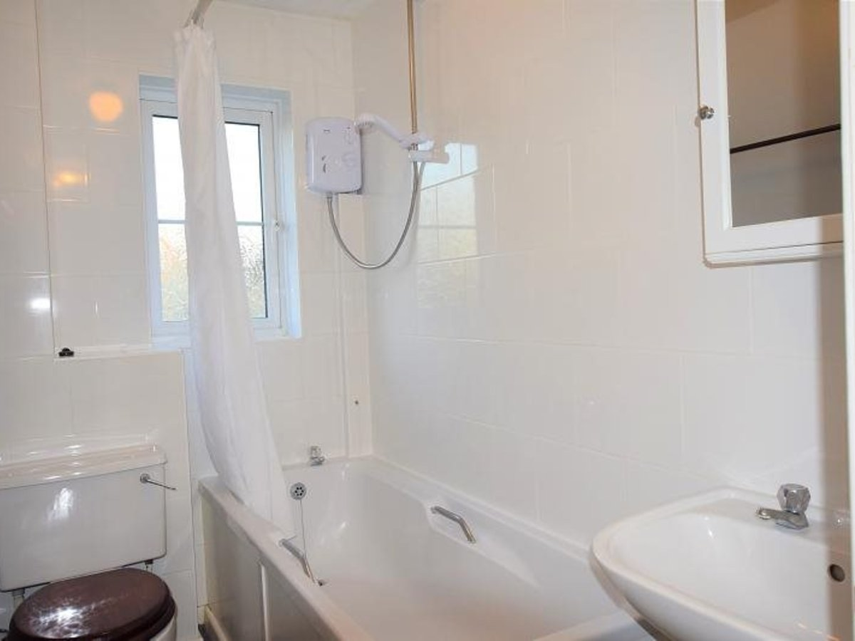 2 bedroom  House to rent in Bicester - Slide 4