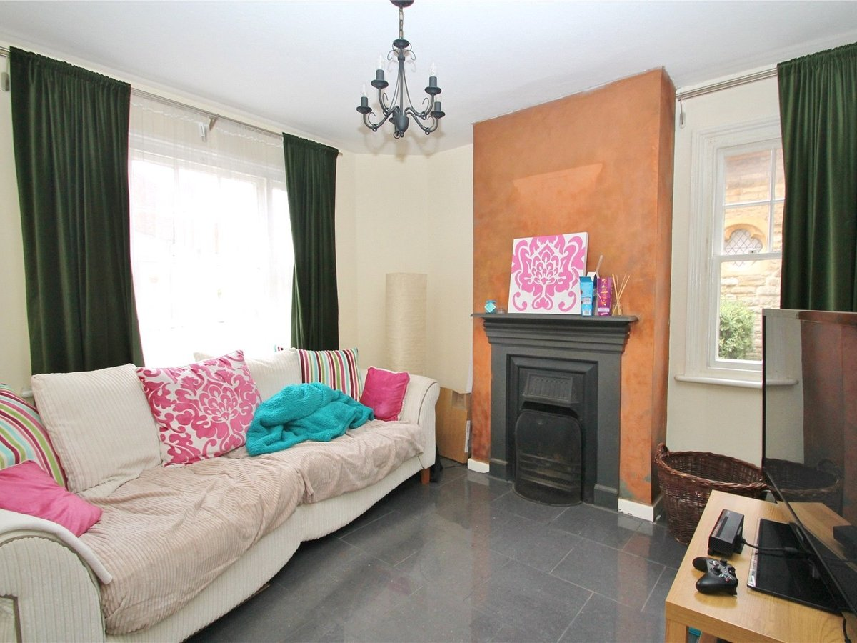 2 bedroom  House to rent in Buckingham - Slide 2