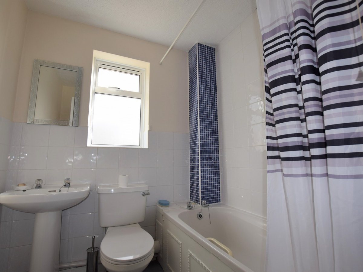 2 bedroom  Property to rent in Bicester - Slide 8