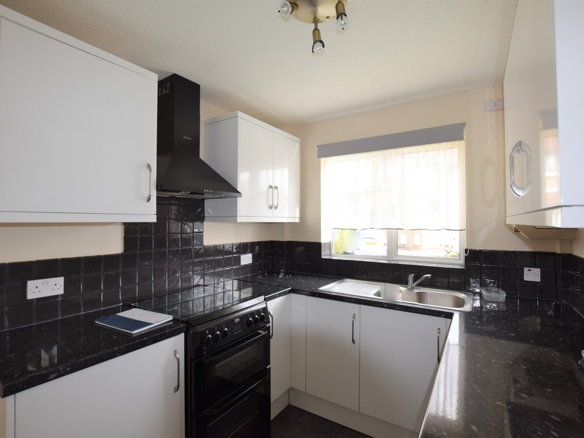 2 bedroom  Property to rent in Bicester - Slide 4