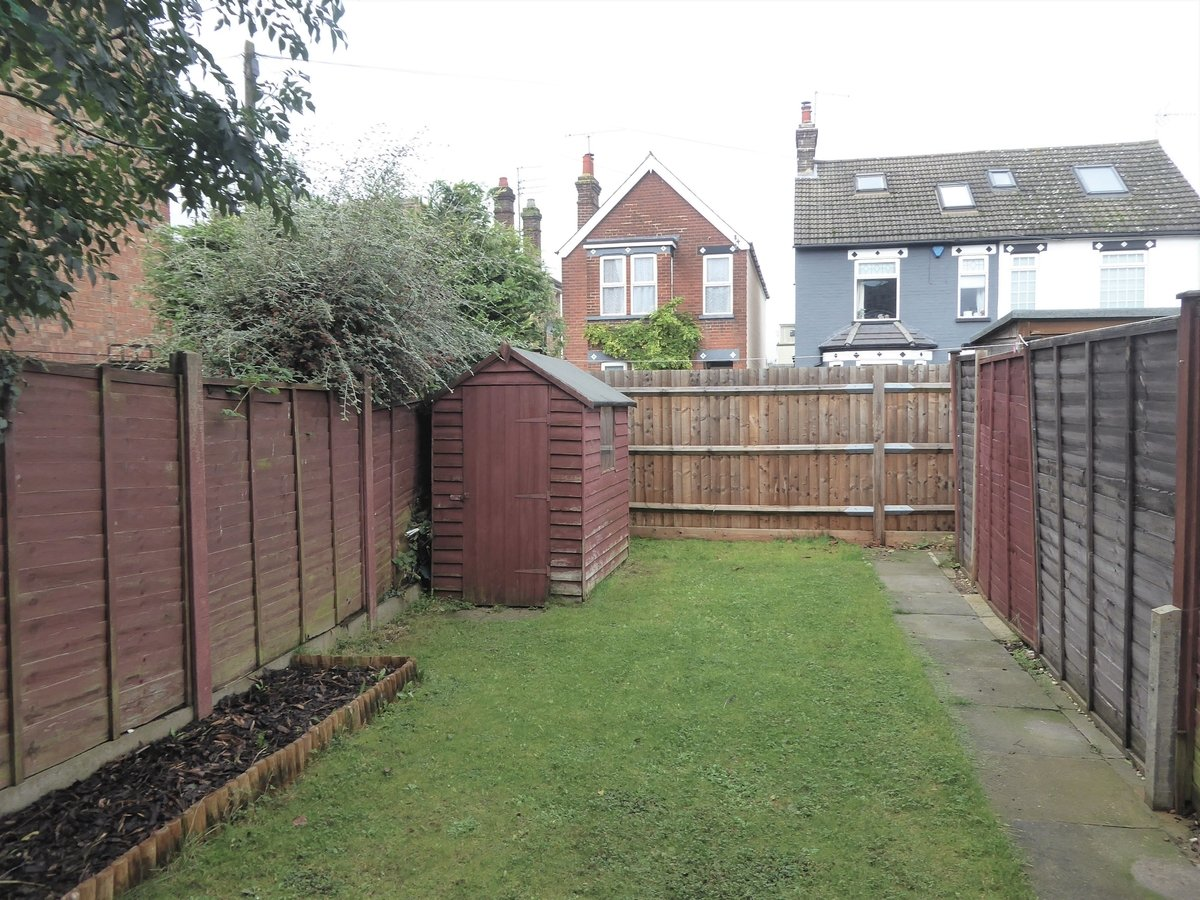 2 bedroom  House to rent in Dunstable - Slide 9