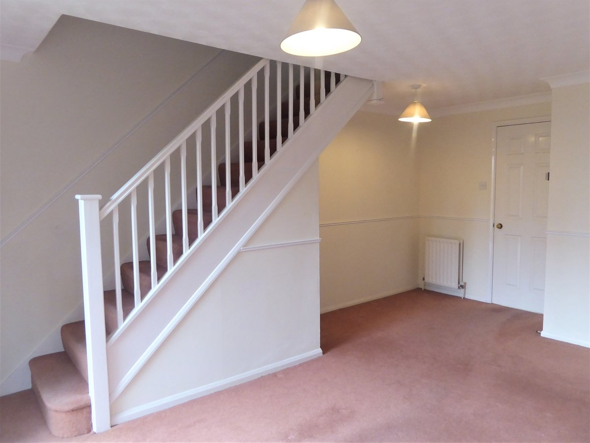 2 bedroom  House to rent in Dunstable - Slide 3