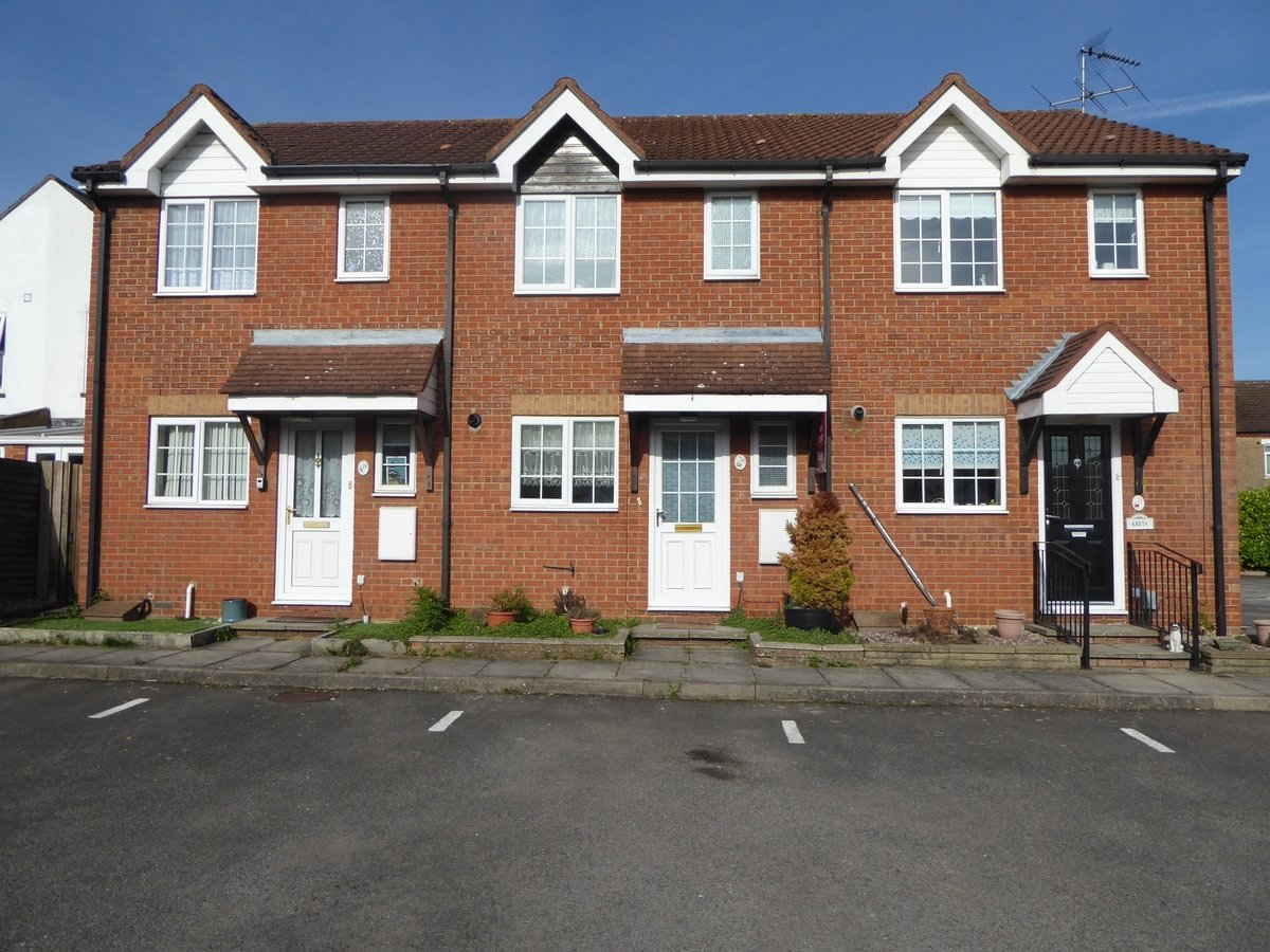 2 bedroom  House to rent in Dunstable - Slide 2