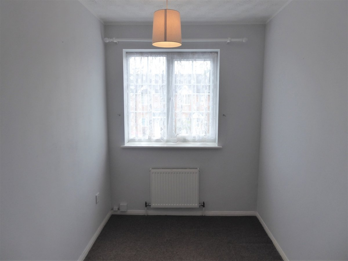 2 bedroom  House to rent in Dunstable - Slide 7