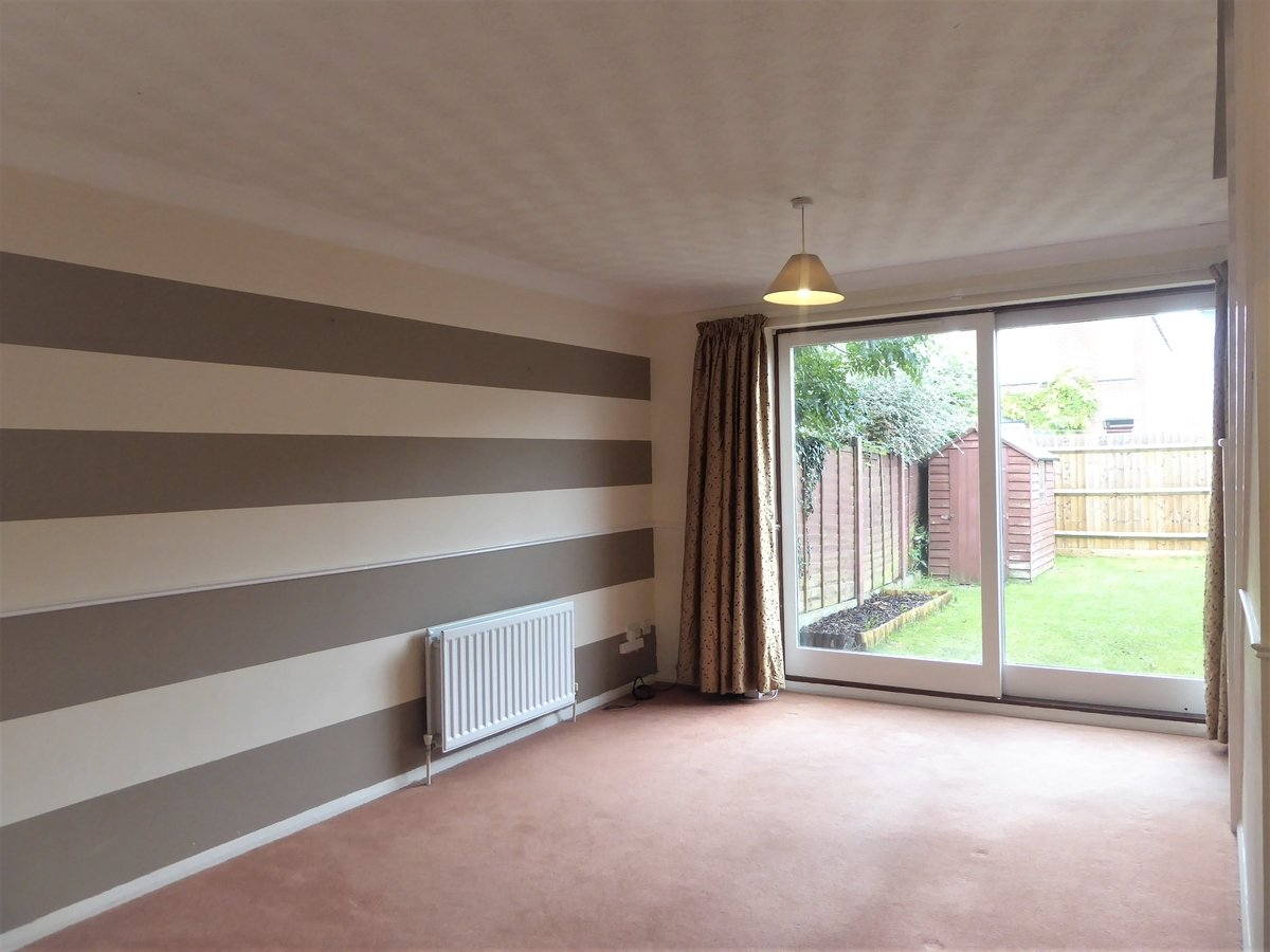 2 bedroom  House to rent in Dunstable - Slide 4