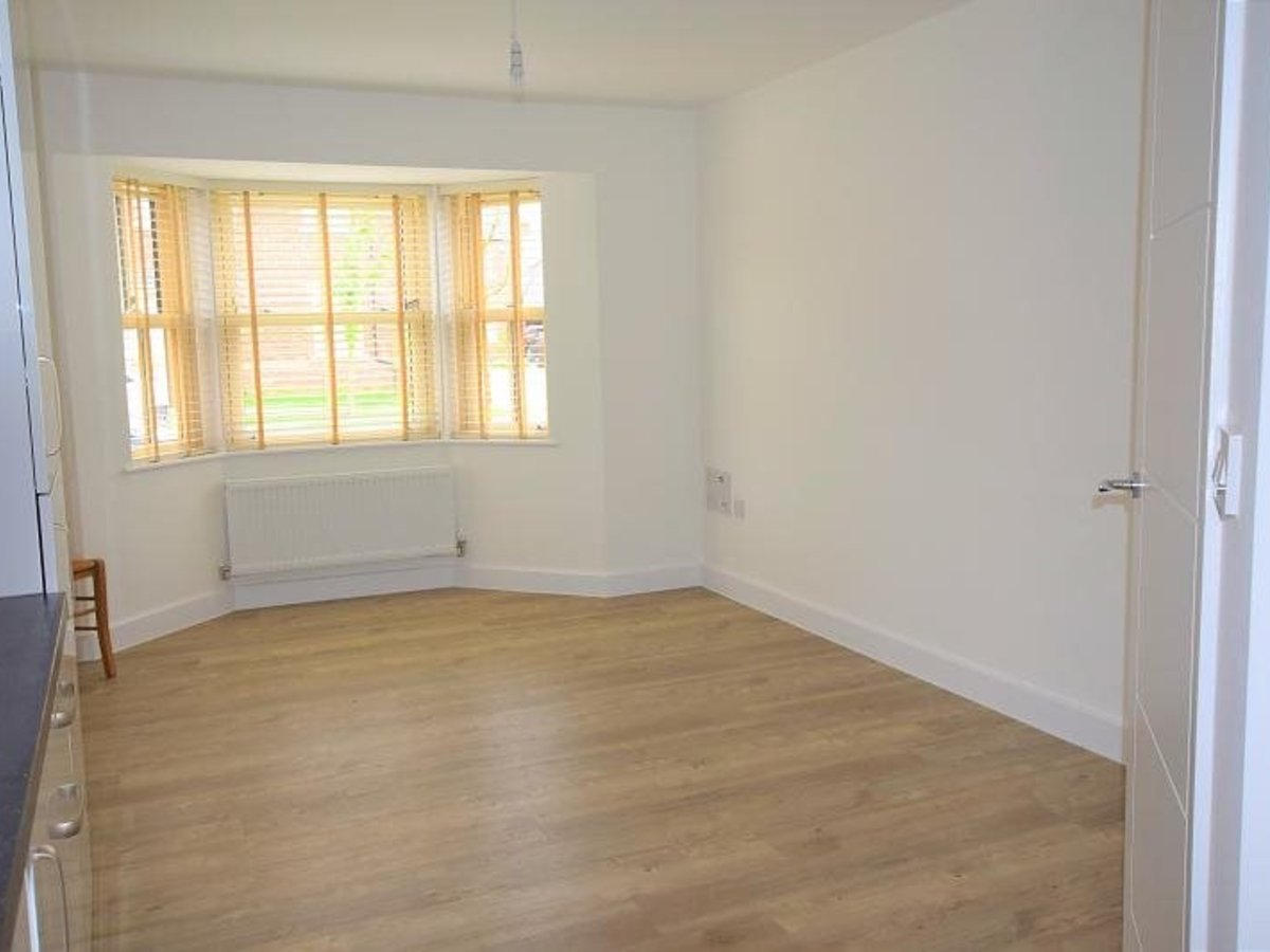 2 bedroom  Apartment to rent in Bicester - Slide 2