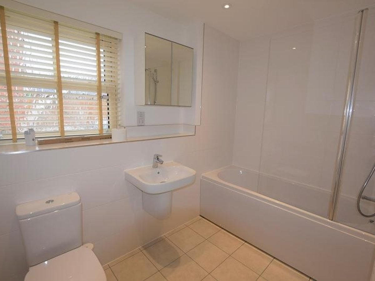 2 bedroom  Apartment to rent in Bicester - Slide 5