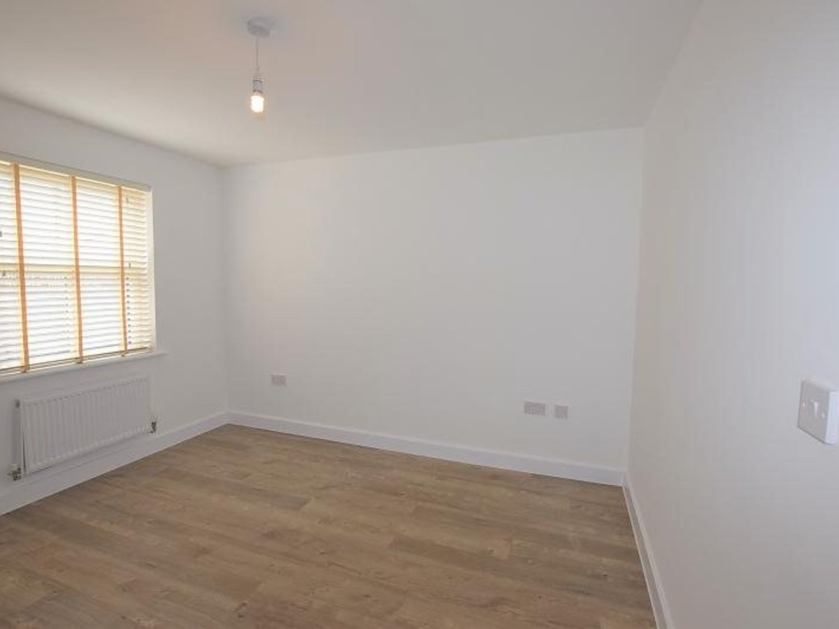 2 bedroom  Apartment to rent in Bicester - Slide 3