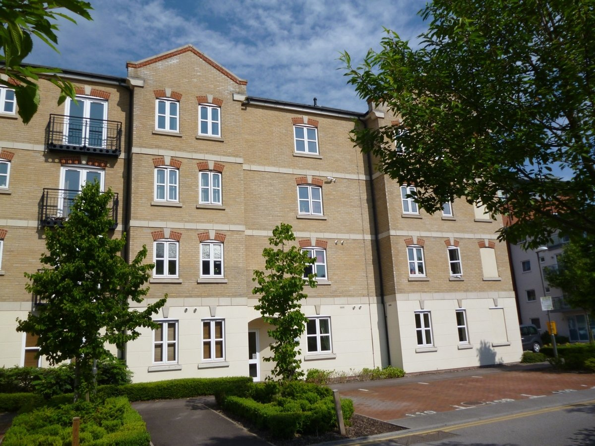 2 bedroom  Apartment to rent in Aylesbury - Slide 1