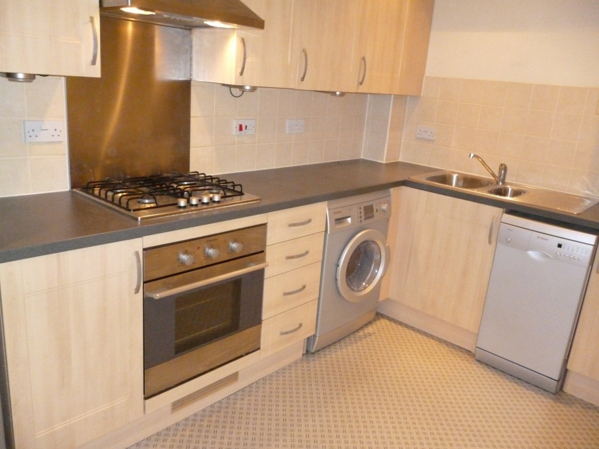 2 bedroom  Apartment to rent in Aylesbury - Slide 2