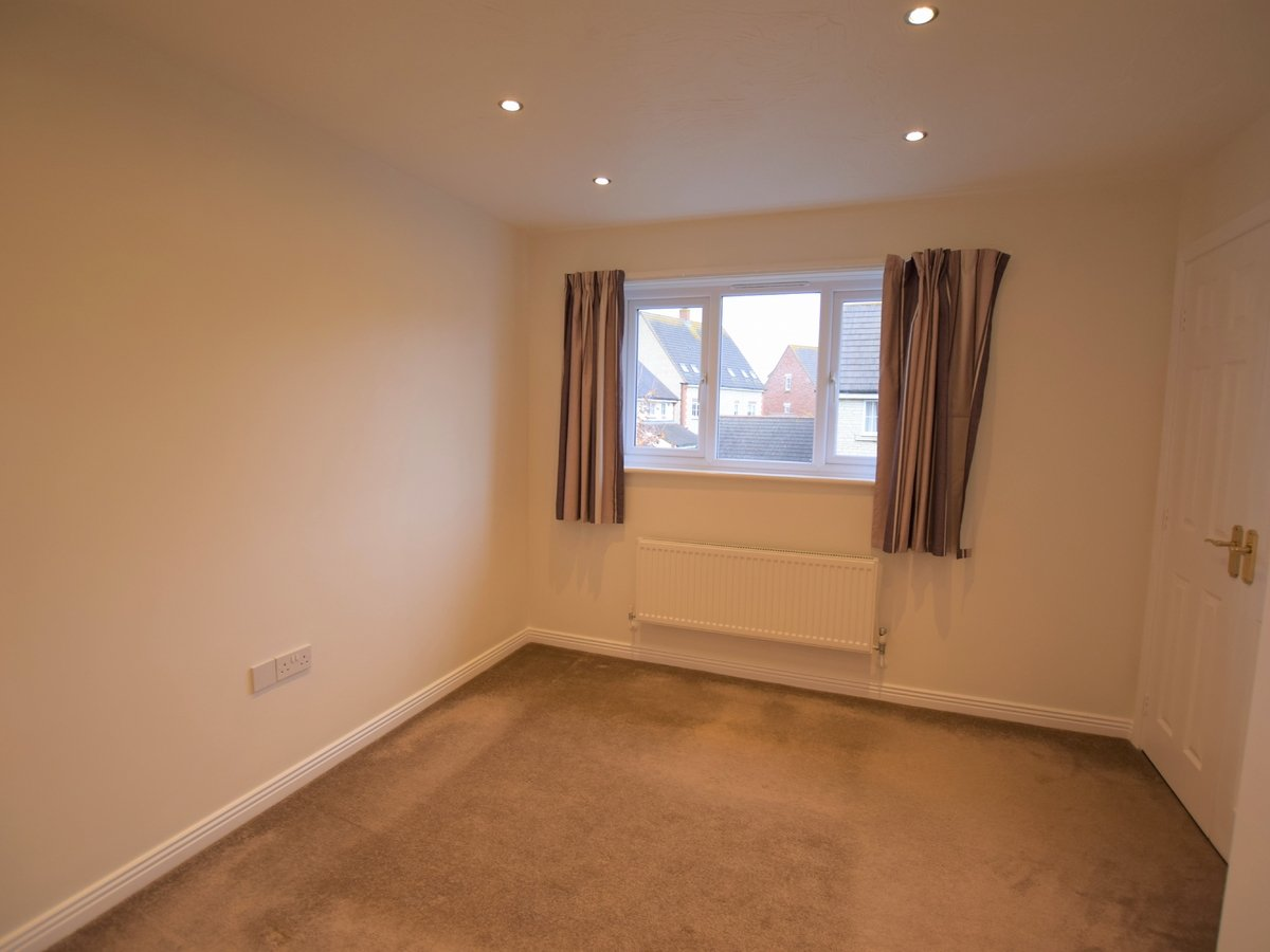 2 bedroom  House to rent in Bicester - Slide 5