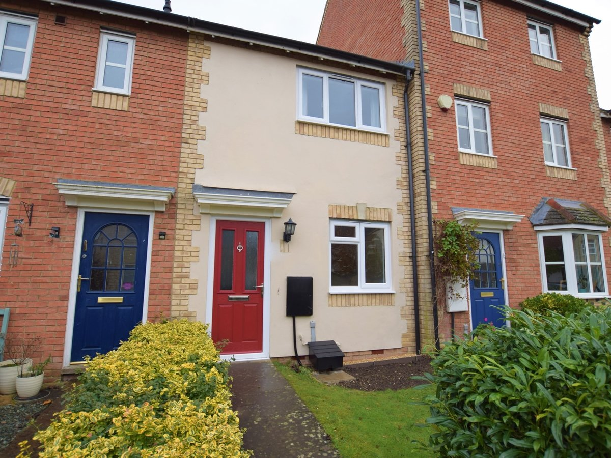 2 bedroom  House to rent in Bicester - Slide 1