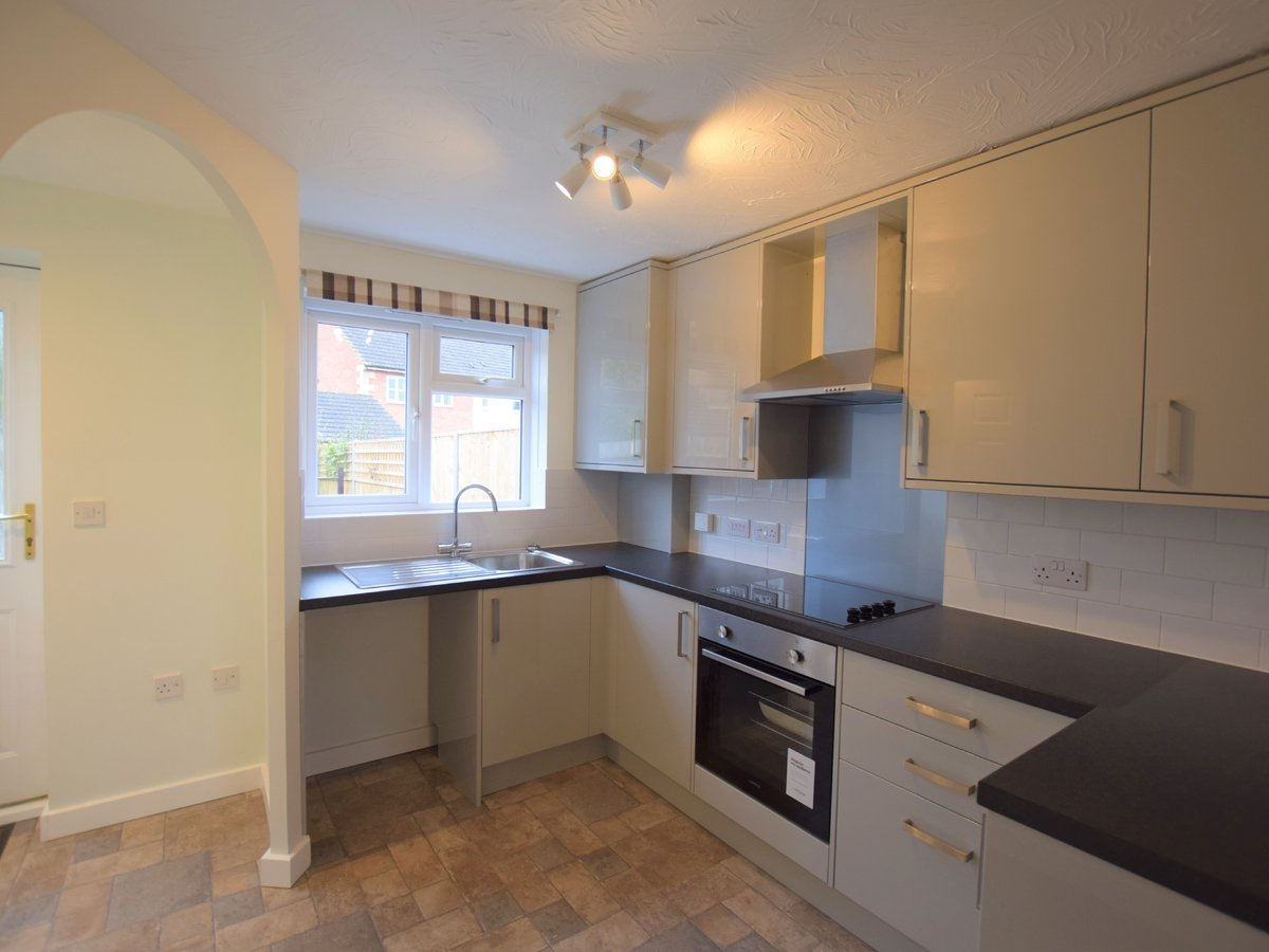2 bedroom  House to rent in Bicester - Slide 2