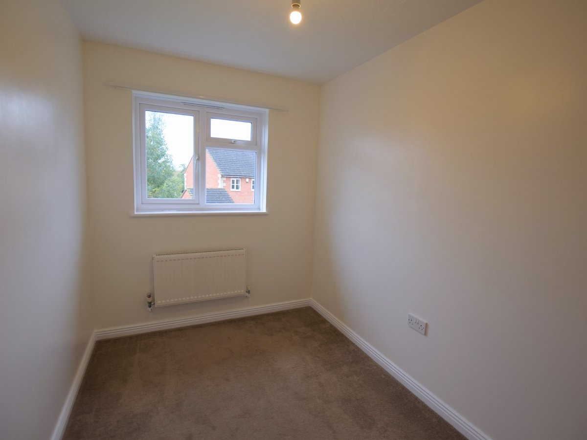 2 bedroom  House to rent in Bicester - Slide 6