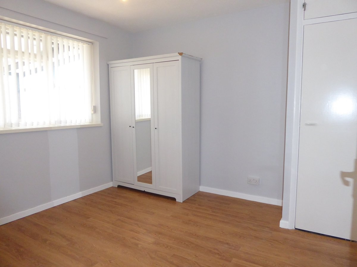 2 bedroom  SemiDetachedBungalow to rent in Dunstable - Slide 5