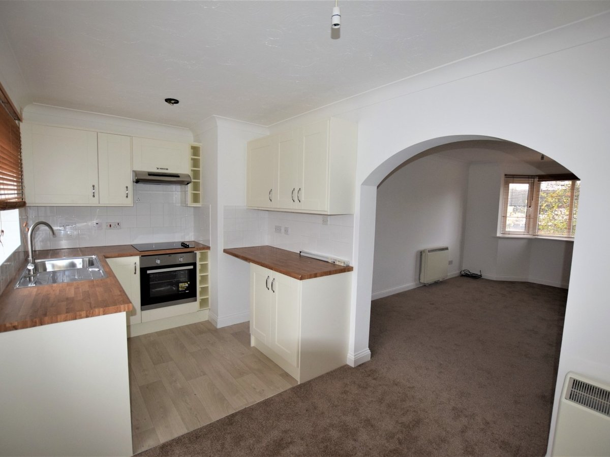 Flat to rent in Bicester - Slide 2