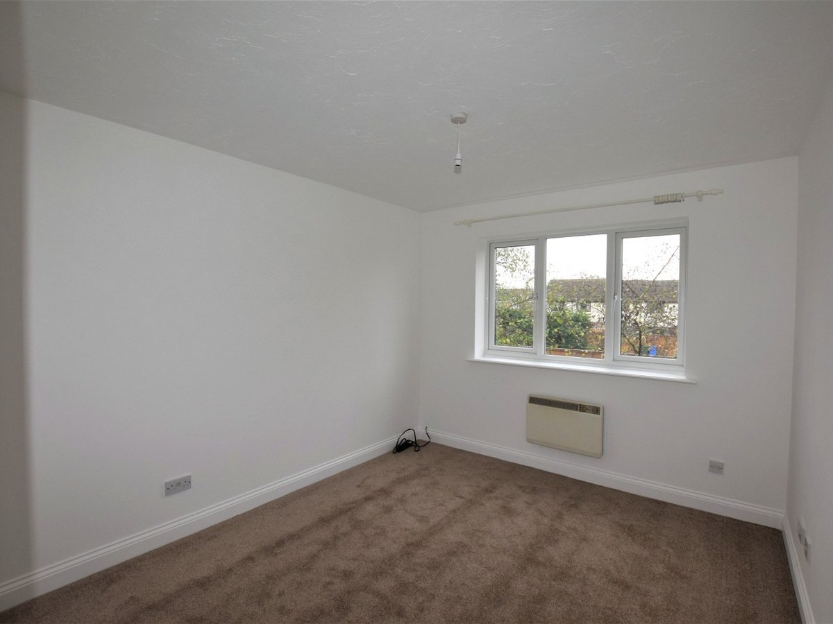 Flat to rent in Bicester - Slide 4