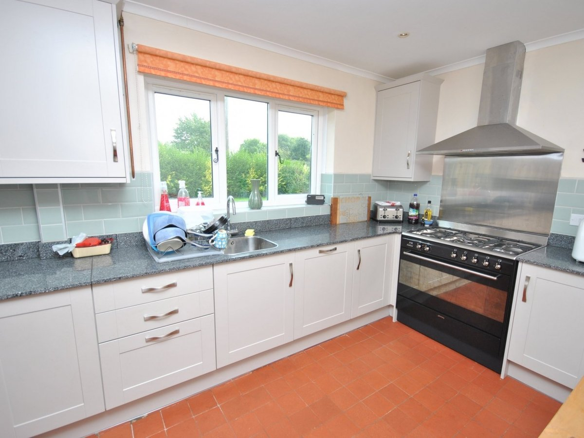 3 bedroom  House to rent in Burcott - Slide 4