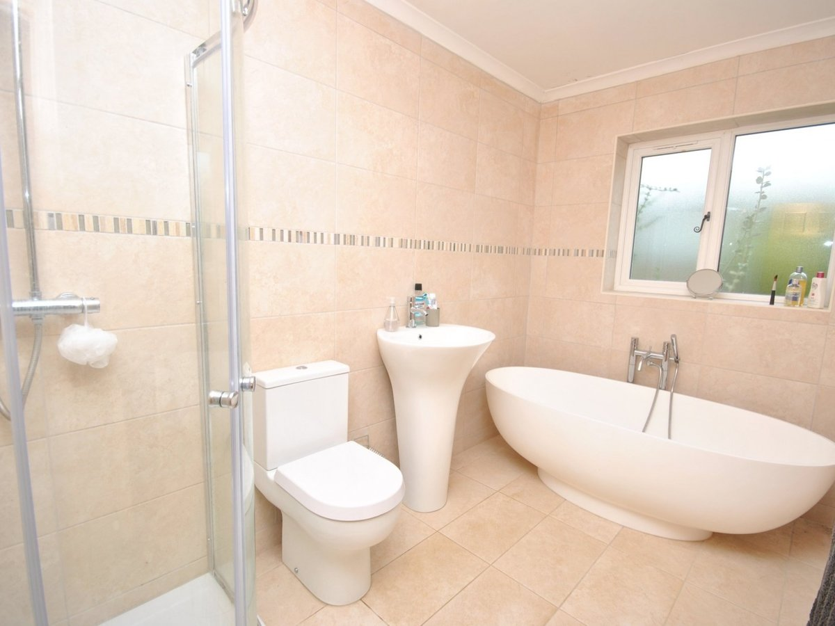 3 bedroom  House to rent in Burcott - Slide 8