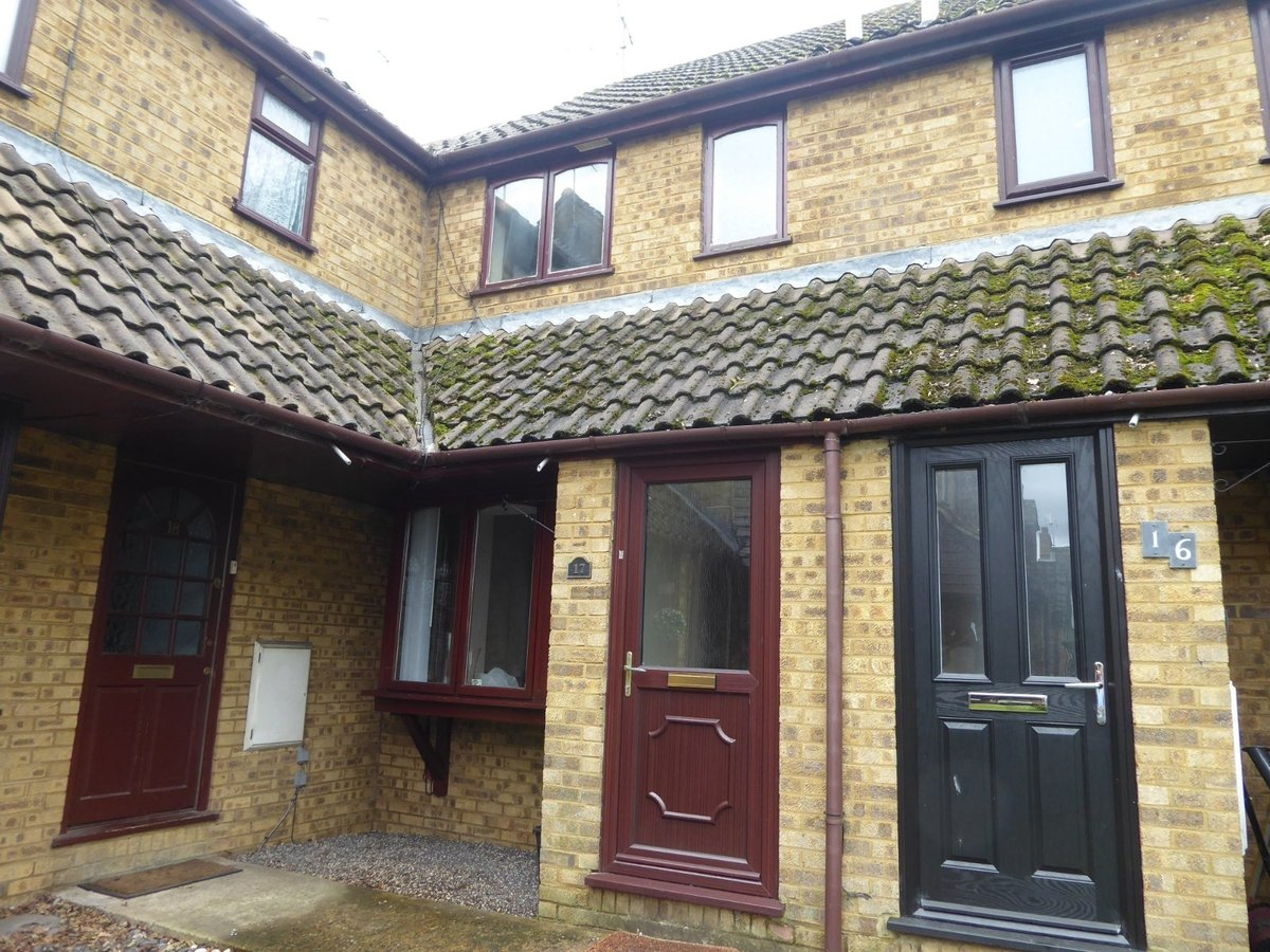 2 bedroom  House to rent in Bedfordshire - Slide 1