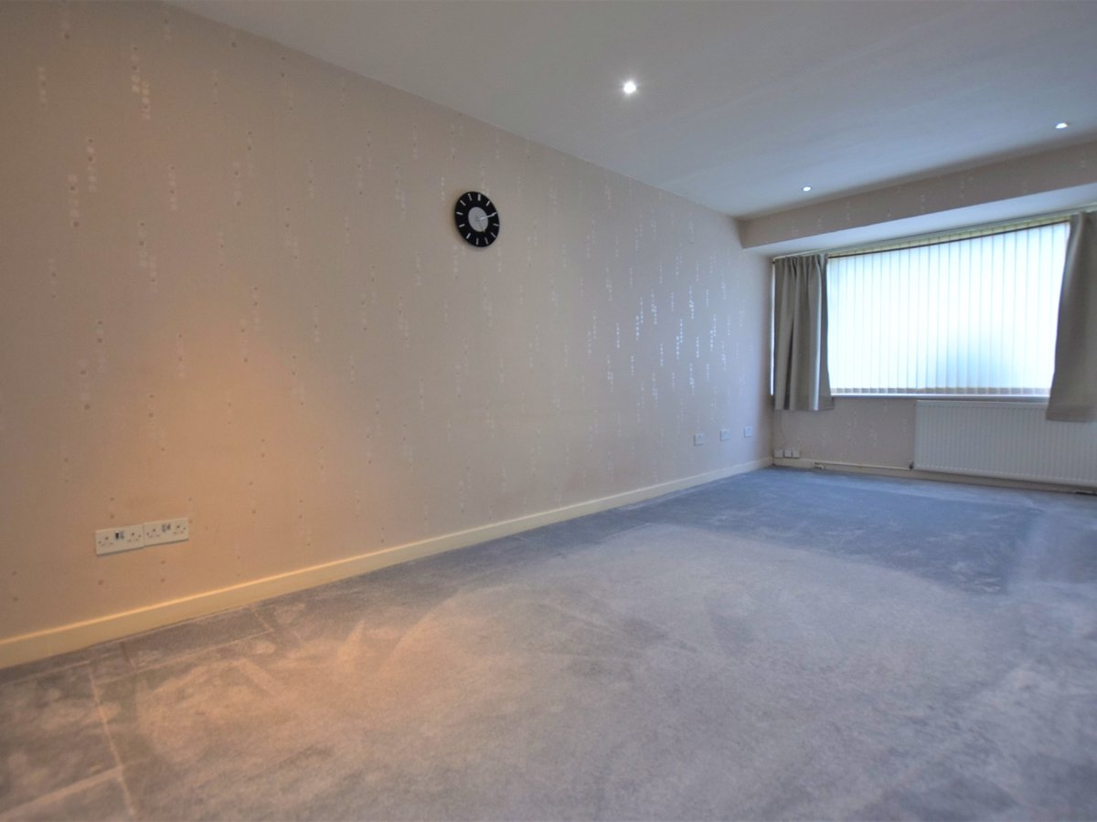 4 bedroom  House to rent in Harrow - Slide 11