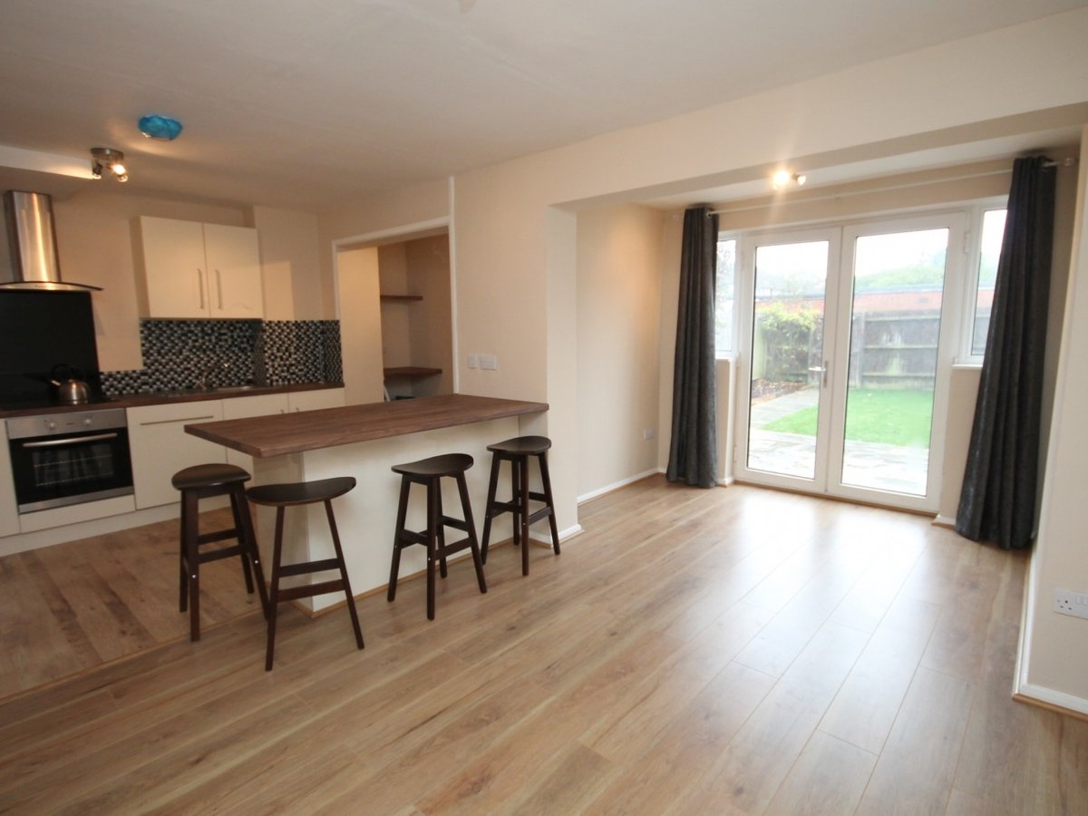 3 bedroom  House to rent in Aylesbury - Slide 3