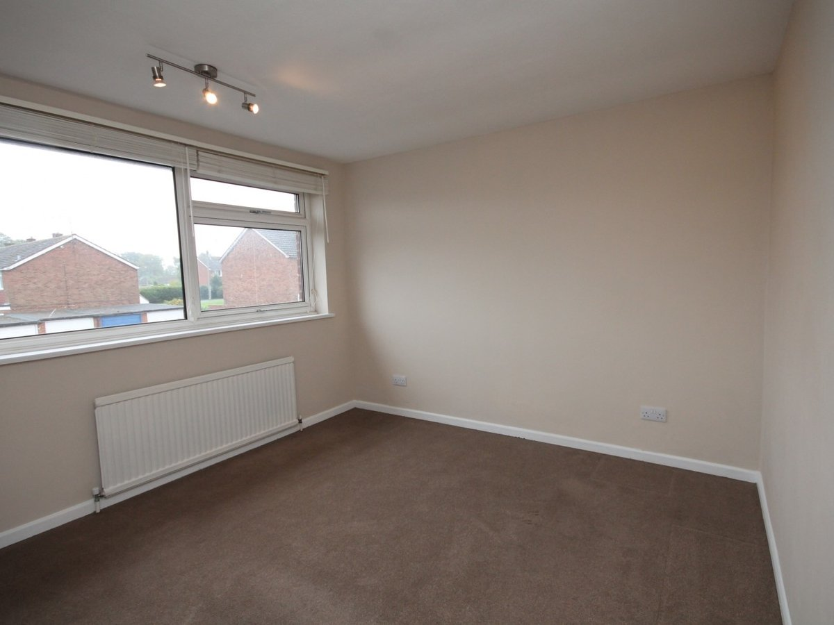 3 bedroom  House to rent in Aylesbury - Slide 5